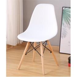 M05.19 Chaise scandinave blanc